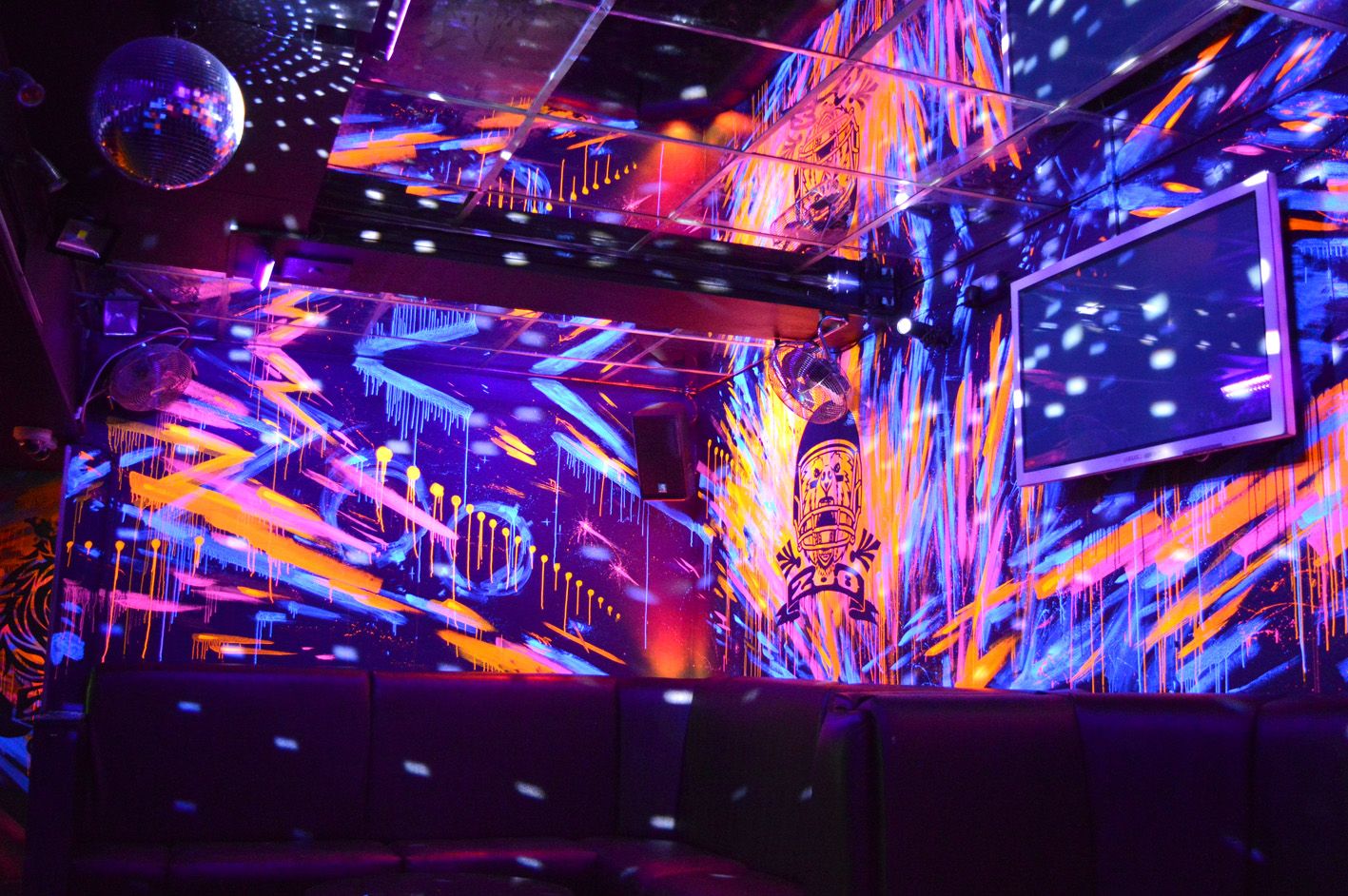 Zoo_UV-Mural-nightclub-12