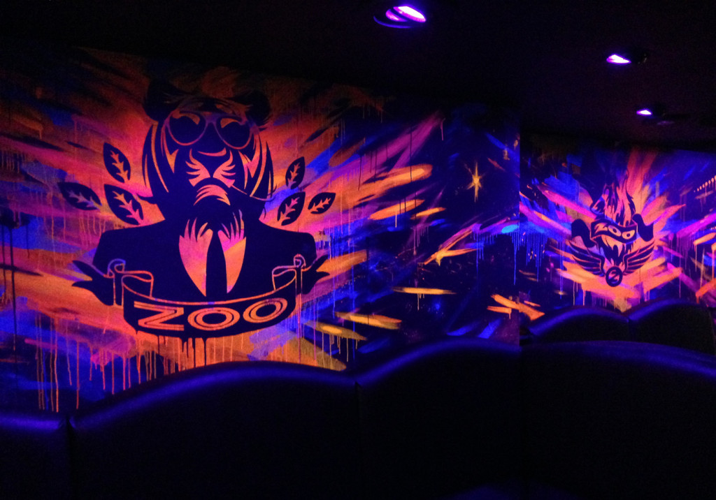 Zoo_UV-Mural-nightclub-9b